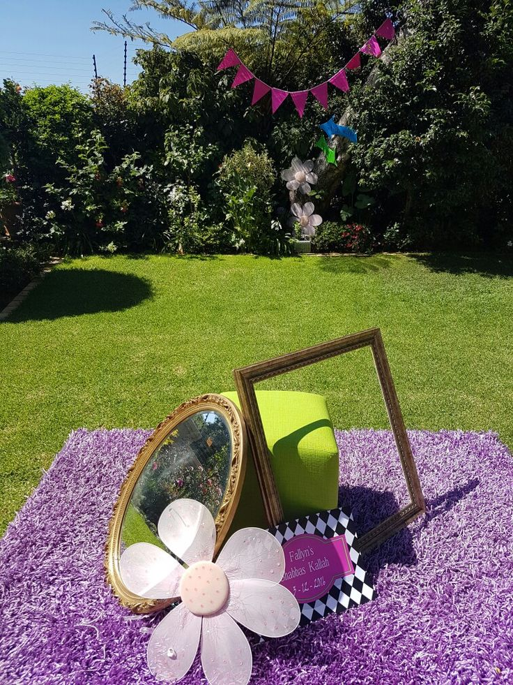 Mad Hatters garden decor. Arrows, Banting ..Flowers and frames