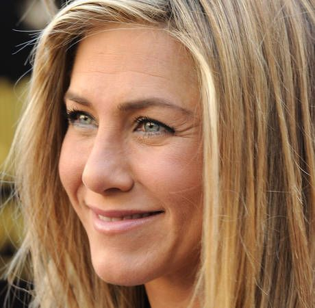 Jennifer Aniston Pregnant With First Child? Her Rep Says - http