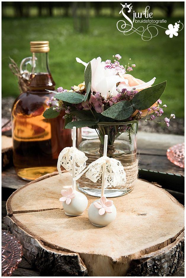 detail van sweettable  #coxdesign #sjurliefotografie #wedding #trouwen #buitentrouwen #vintage #loveliciouscakes #flowers #bloemen #boomstam #rustiek #rustique #blumen #hochzeit #braut #wedding #trouwen