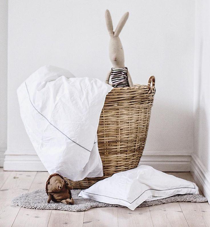"""underminavingar on Instagram: """"Underbara ekologiska sängkläder från @gripsholmsverige till Truls 💙Fler bilder på bloggen. Link in @underminavingar"""""""