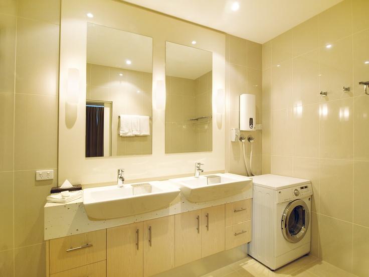 Oaks on Lonsdale - 1 bed exec #2902 bathroom