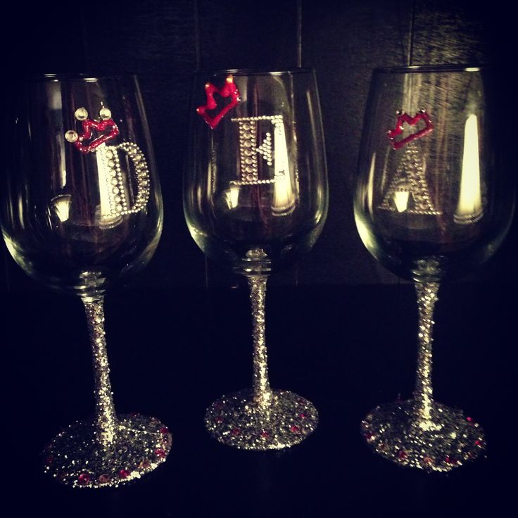 Decorated Wine Glasses With Glitter And Rhinestones We