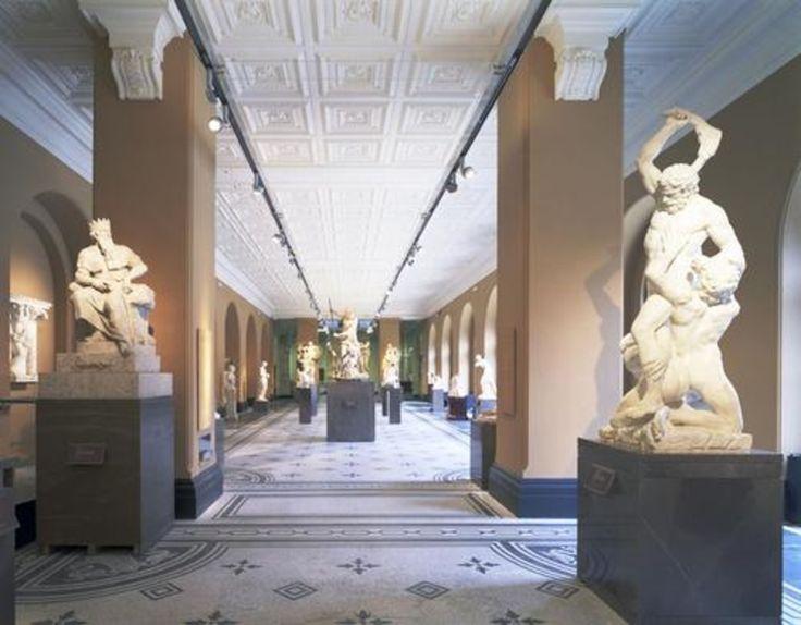 Abteilung Skulpturen: The Dorothy and Michael Hintze Galleries Juli 2007 ? Eva Jiricna Architects