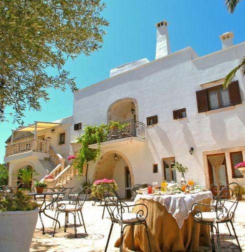Masserie sul mare, con piscina, con campo da golf, spa e spiaggia privata... non manca nulla! Tuffatevi nella Puglia più autentica.
