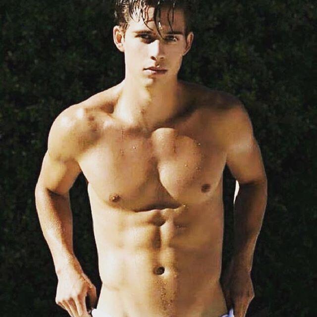 Pour se réchauffer  #gay #boy #sexyboy #cute #beaugosse #picoftheday #followme #sportif #body #instagay #gaymodel #gaystagram #boyfriend #gaycute #gaycation #gayguy #instahomo Powered by clubjimmy.com #Instagram #photo #fun