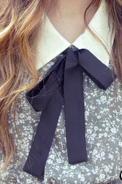 collar with bow tie