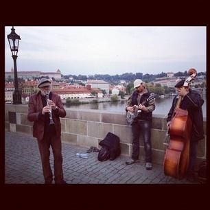 Musiker auf der Karlsbrücke in Prag