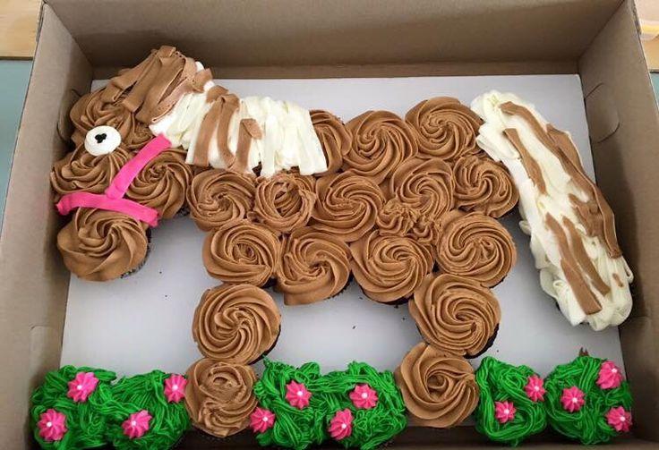 Horse Pull apart cupcake cake