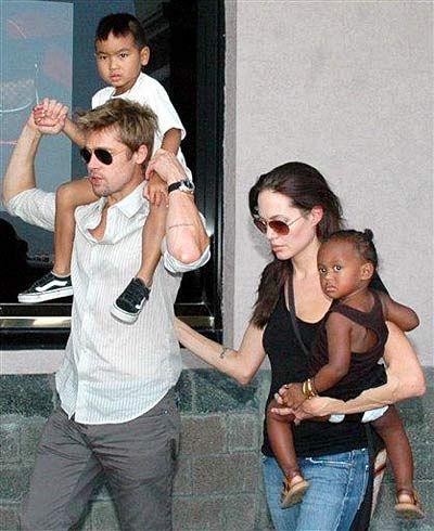 Angelina Jolie And Brad Pitt With Kids