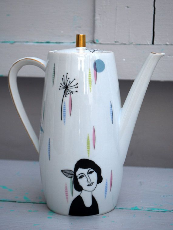 Vintage teapot: Madeleine in the woods