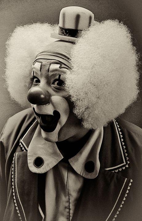 vintage clown photos   Previous / Next image (1 of 1)