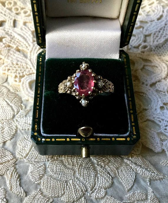 EXCEPTIONAL VINTAGE ring STERLING SILVER, beautiful natural Ruby larger of 3 carats, fine pearls. OUTSTANDING WORK, HANDMADE, THE RING IS VERY ORNATE, BEAUTIFUL DESIGN. OUTSTANDING genuine RUBIES: 8 x 6 cm, 3 carats. 4 SEMI-PRECIOUS BEADS. LENGTH: 14 mm. WEIGHT: 3.1 gr.