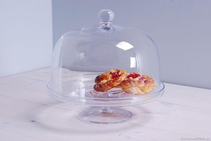 Patera wykonana ze szkła. Duże naczynie z kloszem wyeksponuje domowe wypieki i uchroni je przed wysuszeniem. Piękna ozdoba każdego stołu oraz doskonały prezent dla miłośników pieczenia.