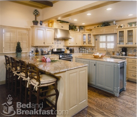 Kitchen Backsplash Same As Countertop: Island Is Coordinating Color--not The Same As Rest Of