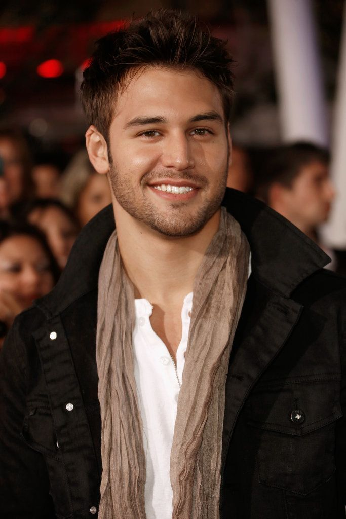 Ryan Guzman is ridiculously cute & I love that crooked smile!