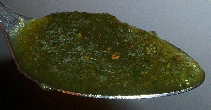 ricetta aloe -120 grammi di foglie di Aloe Arborescens  (1-4 foglie) -120 grammi di miele   Le foglie (evitare le giovani) da tagliare  con luce fioca tipo TV pulirle con un panno e tagliare le spine  e a pezzi frullare  mette in un barattolo opaco e in frigorifero  -berlo con una cannuccia -assumere 3 di queste preparazioni  -La Grappa serve ad aumentare l'assorbimento berne un cucchiaino quando si assume il preparato IL PREPARATO NON DEVE ESSERE ESPOSTO ALLA LUCE NEPPURE QUANDO SI…