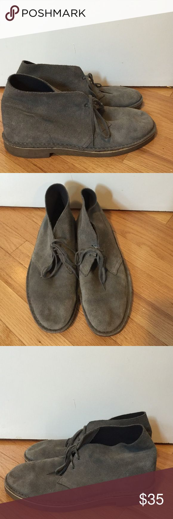 CLARKS Men's Gray Suede Chukka Boot sz 11.5 CLARKS Men's Gray Suede Chukka Boot sz 11.5. Worn a few times. Soles in great condition, upper shows some signs of wear. Dark blue discoloration (shown in pic). I don't find this is noticeable at all when wearing! Clarks Shoes Chukka Boots
