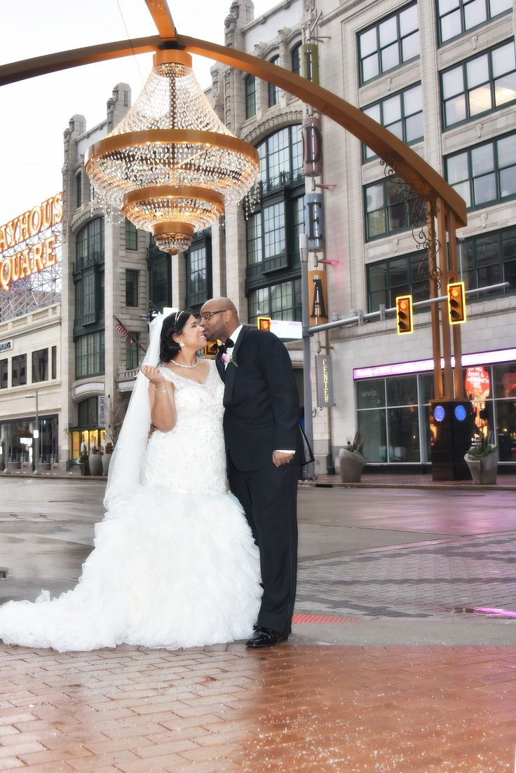 wedding picture locations akron ohio%0A Playhouse Square http   www accsvp com A Crystal Clear Sound Video   Playhouse SquareCleveland WeddingCleveland OhioWedding