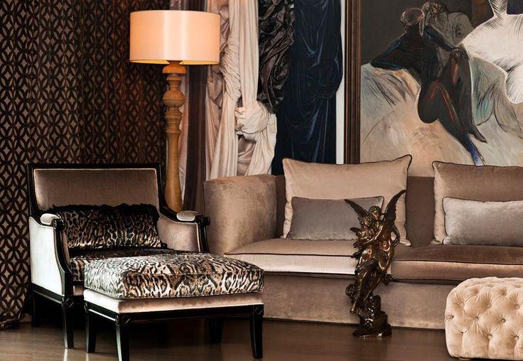 EPENGLE - ETKİLEYİCİ VE ŞIK!  Kedifenin en güzel yanlarından biri de sahip olduğu yumuşak dokusudur. Yumuşak ve sıcak görünümünün yanı sıra, dokunduğunuzda da aynı hissi verir. Evde kadife kumaş kullanırken aşırıya kaçmamak dekorasyon da en doğru yaklaşım tarzı olacaktır.  www.nezihbagci.com / +90 (224) 549 0 777  ADRES: Bademli Mah. 20.Sokak Sirkeci Evleri No: 4/40 Bademli/BURSA  #nezihbagci #perde #duvarkağıdı #wallpaper #floors #Furniture #sunshade #interiordesign #Home #decoration #decor…