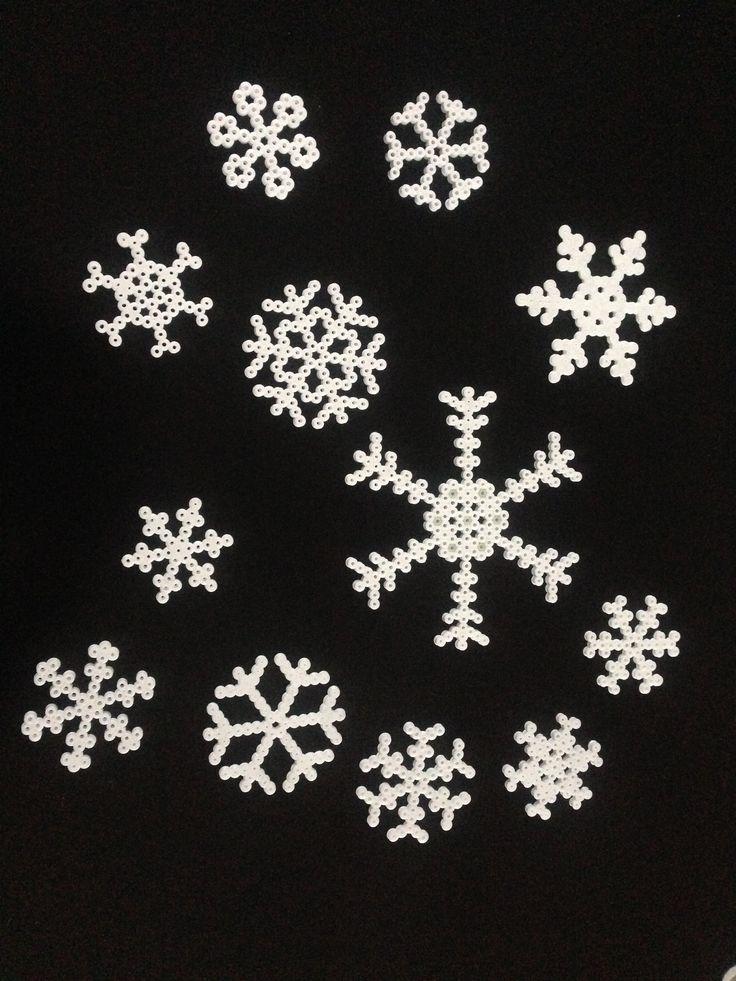 Snowflakes / snøkrystaller med Hama perler / beads.