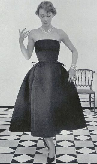 Christian Dior 1952 The epitome of beautiful, simple, feminine
