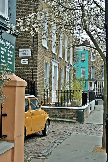 Portobello Mews, Notting Hill and OMG I spotted a gold Pug in the pic!