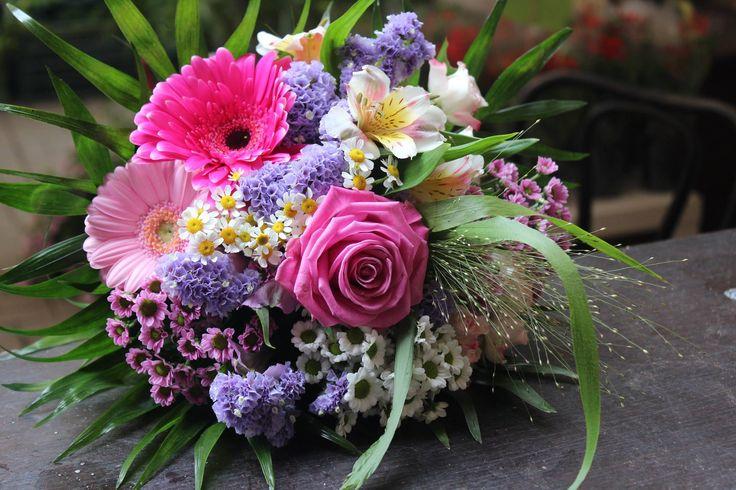 Kytica, ruža, gerbery, limonka, santiny, alstromerie 20 € http://www.kvetysilvia.sk/donaskova-sluzba/