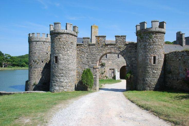 Photo Flamanville, porte d'accès au château médiéval, Flamanville