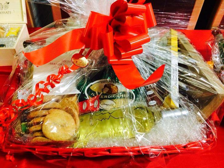 Scopri le nostre confezioni regalo su winestore.fazibattaglia.com oppure scrivendoci a marketing@fazibattaglia.it