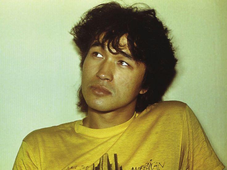 Виктор Цой   Лидер ленинградской рок-группы «КИНО». Его называли совестью поколения 80-х - 90-х годов, последним героем русского рока. И э...