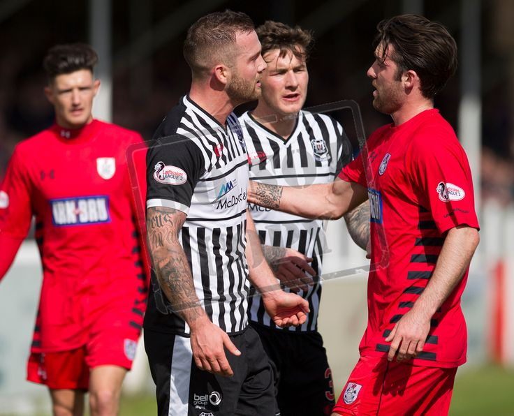 Queen's Park's Chris Duggan 'discusses' an issue with Elgin's Jamie Duff during the SPFL League Two game between Elgin City and Queen's Park