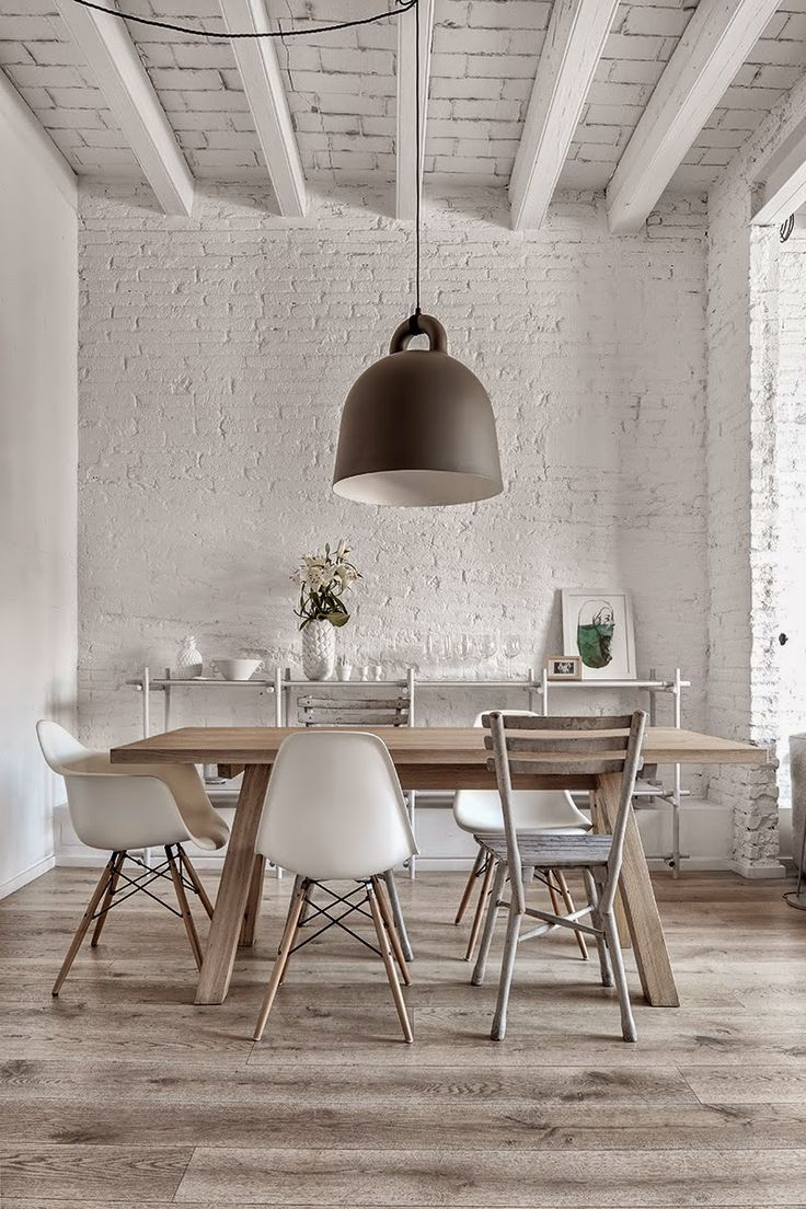 This space is simplistic and clean, however with its use of the similar colours and materials, the concentration lies on the users and the dinning itself