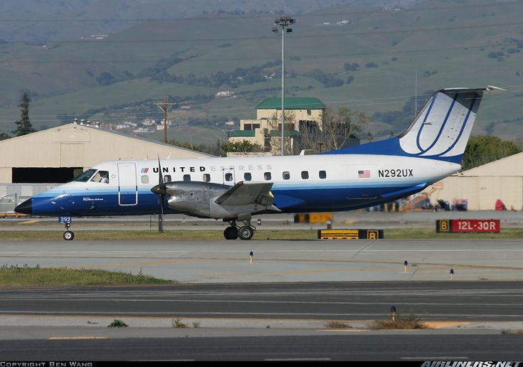 United Express (Skywest Airlines) Embraer EMB-120ER Brasilia N292UX at San Jose-Municipal, April 2008. (Photo: Ben Wang)