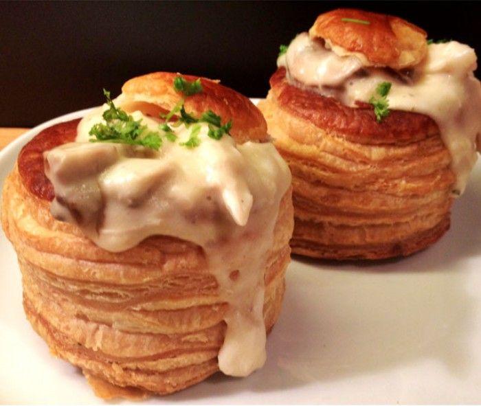 Het recept voor zelfgemaakte Kipragout met champignons - perfect als bij- of voorgerecht.