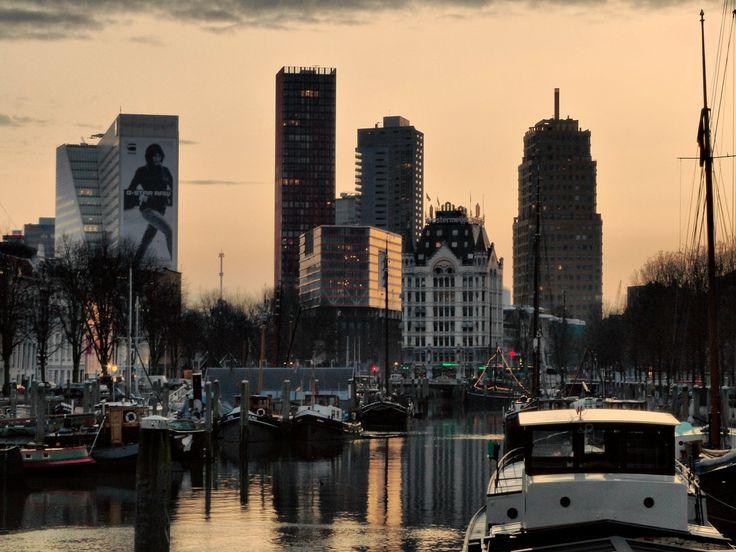 Misschien wel het mooiste plekje van Rotterdam. Oude Haven & Skyline via #Groos.