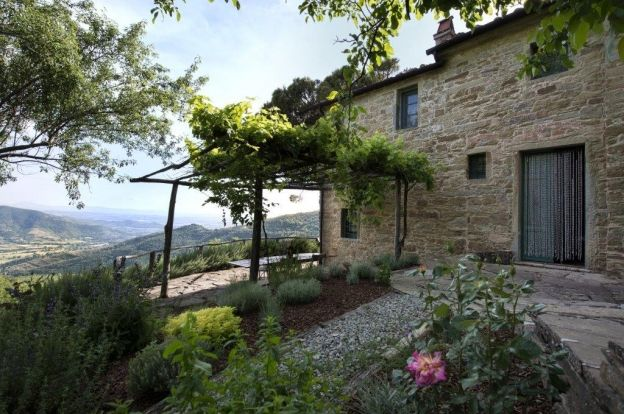Restored Country Home for sale in Tuscany near Arezzo Ref. TCR-004
