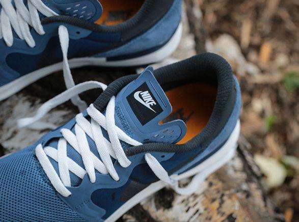 OBerwudaé um dos modelos mais antigos da Nike, que remonta o clássico modelo corredor 1979 que mistura materiais retro e inovador com amortecimento ultraleve. A marca foi recentemente transformadora quando utilizou a s