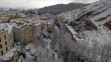 La nieve alcanza por segundo día consecutivo los doce centímetros de espesor en zonas de la capital - Detalles - Voces de Cuenca