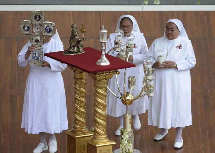 At Mass for the Seventh Sunday of Easter, Pope Francis canonized 800 Martyrs from the Italian city of Otranto, along with two Latin American religious Foundresses, Mother Laura Montoya e Upegui – the first Colombian saint – and Mother Maria Guadalupe Garcia Zavala, from Mexico.