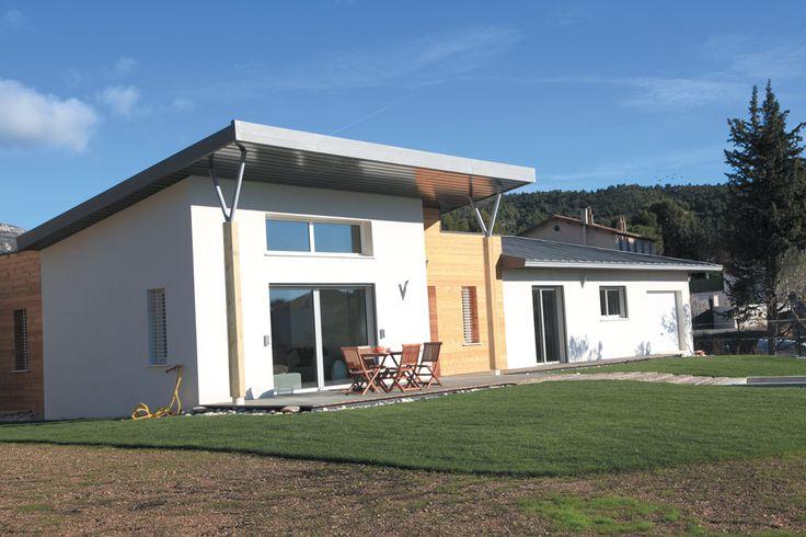 La Villa Oxygène | Villas Concept Réalisée avec des matériaux innovants comme le zinc, les bardages bois, des tuiles ardoises... #construction #contemporaine @villasconcept
