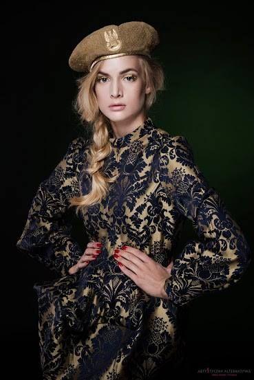 sukienka Gabriela Hezner  stylizacja Bogumiła Chojnowska  fot. Marsoz Belavy  modelka Martyna Szopa