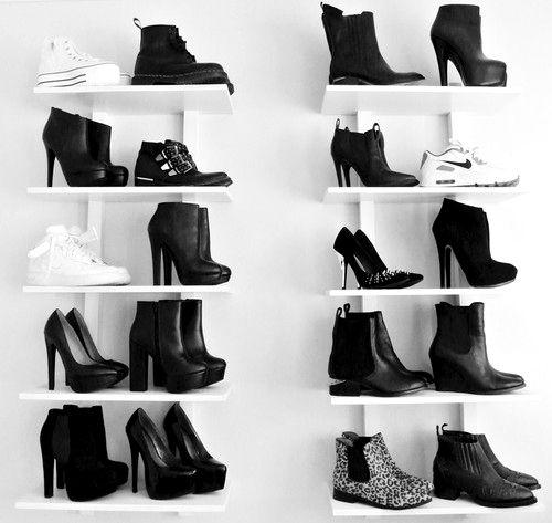 Fashion/Black/Modern/Valentina