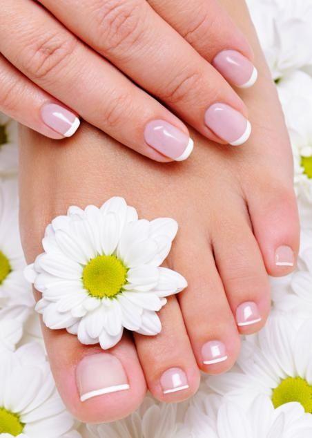 Tra i diversi disturbi che si possono riscontrare a carico dei piedi, quello delle unghie incarnite è il più comune. L'onicocriptosi, così si chiama questa condizione, non è altro che una crescita ...