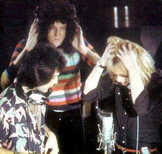 A Roger se le cayó un test de embarazo, Brian y Freddie lo descubren😱