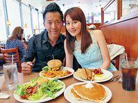拉斯維加斯直擊  , 漢堡食唔厭 ■最愛吃牛肉的小齊,試了多間餐廳後,首選「Denny's」的漢堡,「呢間價錢只係美金$10.49(約港幣$81),但係味道係食過幾間餐廳中最好,啲牛肉好鮮味多汁。」難怪他到這餐廳食足三餐啦!(http://locations.dennys.com/)