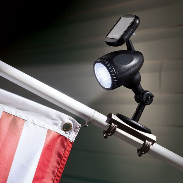 Solar Flag Pole Light - Zoom