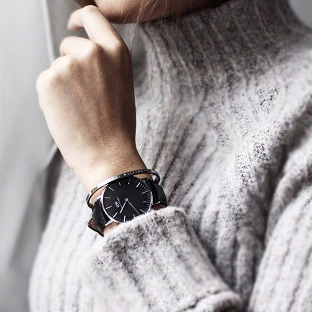 Regram from @thaonhile wearing Daniel Wellington Shelffied Black Dial-Silver  Now available in store  Price : 4.900.000 vnd / 229 usd ---------- Order via Viber/Imess: 01286509966 Địa chỉ: phòng 210, lầu 2, 40E Ngô Đức Kế, quận 1. #floralpunk