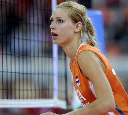 Manon Flier, l'opposto dell'Olanda in attesa dell'azione dell'avversario.