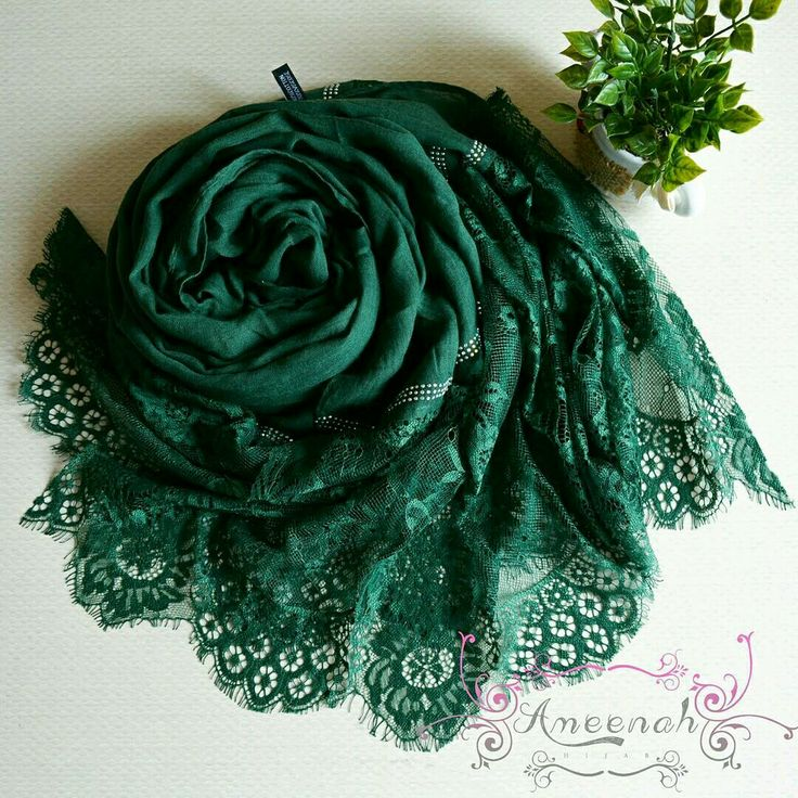 🍄Magdalena Lace Scarf (emerald) 🍄Material : Polyester+lace Exclusive Import 🍄Ukuran : 190x90 cm 🍄IDR 150.000  For order Line@ameenah_hijab BBM 598B233D Shipping : Bandung