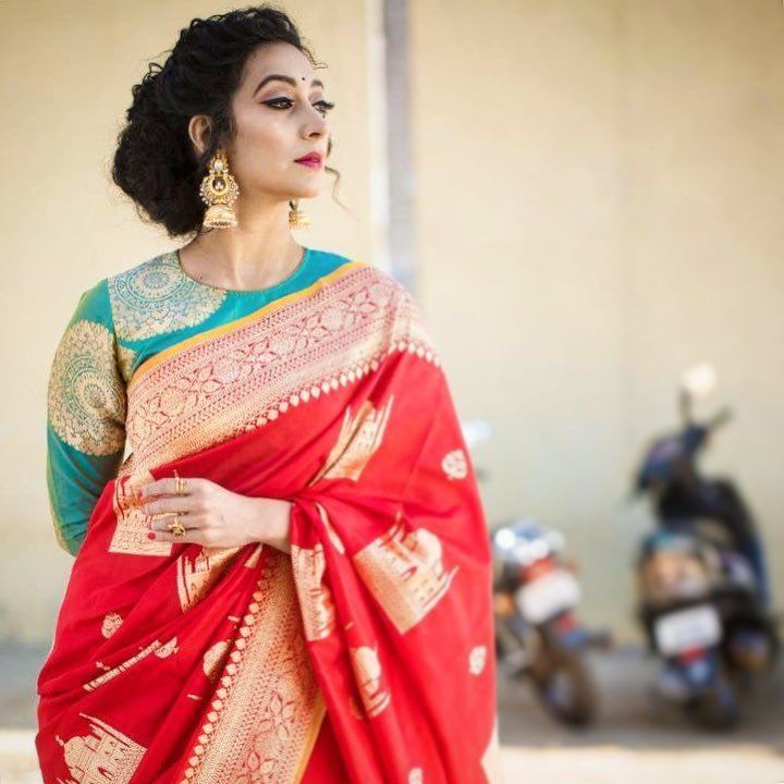 THE LADY IN RED The ever so gorgeous @mayuri30 in the Red 'Taj' Benarsi silk saree for her dance talent show on #colorssuper. Credits